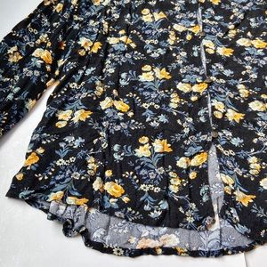 American Eagle Outfitters Tops - AMERICAN EAGLE BLACK FLORAL KEYHOLE BLOUSE Size